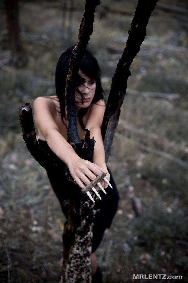 http://newgarde.files.wordpress.com/2012/01/deer-antler-brass-knuckles-898.jpeg